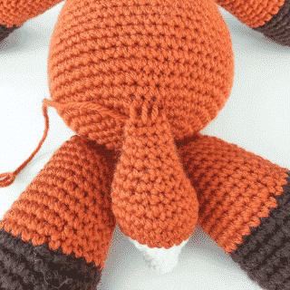 Amigurumi Tutorial: How to attach a tail to a body