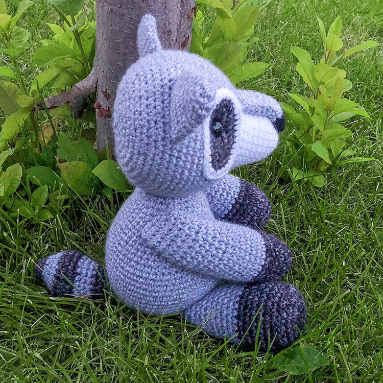 Cuddle Me Raccoon amigurumi pattern - Amigurumi Today | 750x750
