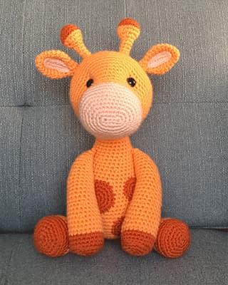 Ginnie the Giraffe Free Amigurumi Pattern