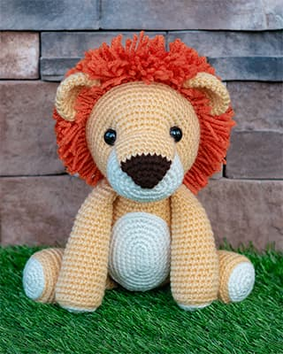 Laurence the Lion Free Amigurumi Pattern